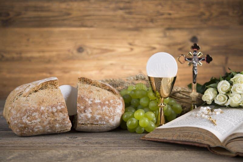 Σύμβολο Eucharist του ψωμιού και του κρασιού, κάλυκας και οικοδεσπότης, comm πρώτα στοκ φωτογραφία με δικαίωμα ελεύθερης χρήσης