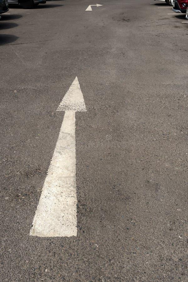 Σύμβολα που χρησιμοποιούνται για να κατευθύνουν την μπροστινή κατεύθυνση στοκ φωτογραφία με δικαίωμα ελεύθερης χρήσης