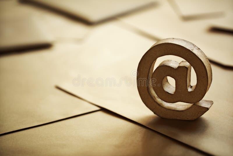 Σύμβολο ηλεκτρονικού ταχυδρομείου @ στοκ εικόνες