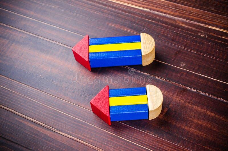 Σύμβολο μολυβιών από τους ξύλινους φραγμούς χρώματος στοκ φωτογραφίες με δικαίωμα ελεύθερης χρήσης