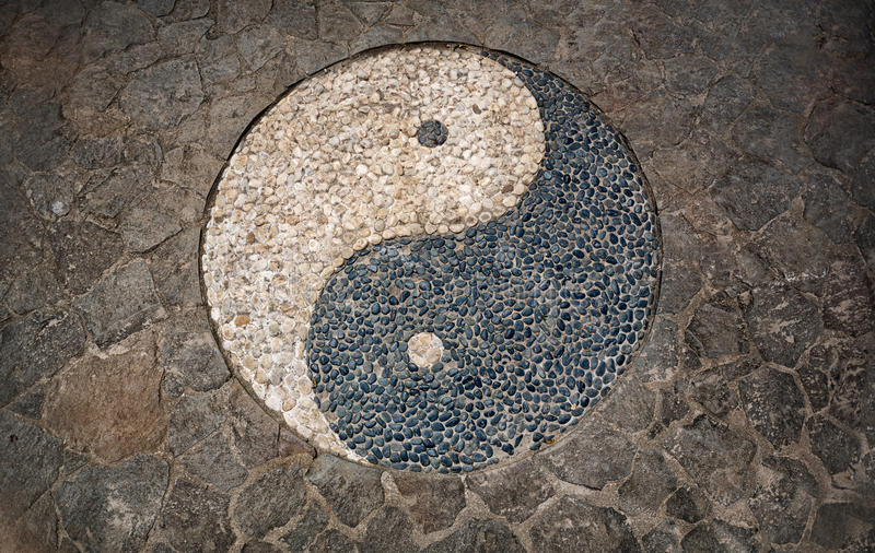 Σύμβολο Yang Yin στο πάτωμα μωσαϊκών στοκ εικόνα με δικαίωμα ελεύθερης χρήσης