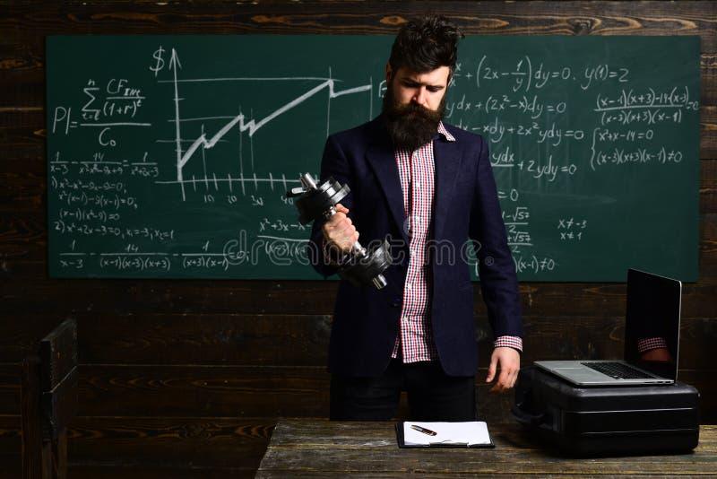 Σύνθεση γραψίματος σπουδαστών για την ετήσια προετοιμασία διαγωνισμών προσωπικός Επιχείρηση Σύγχρονος δάσκαλος hipster που γράφει στοκ φωτογραφία με δικαίωμα ελεύθερης χρήσης