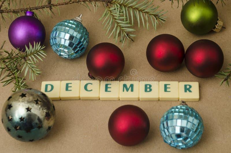 Σύνθεση διακοπών Δεκεμβρίου αφηρημένο ανασκόπησης Χριστουγέννων σκοτεινό διακοσμήσεων σχεδίου λευκό αστεριών προτύπων κόκκινο στοκ εικόνες