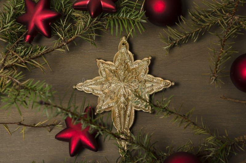 Σύνθεση διακοπών Χριστουγέννων αφηρημένο ανασκόπησης Χριστουγέννων σκοτεινό διακοσμήσεων σχεδίου λευκό αστεριών προτύπων κόκκινο στοκ φωτογραφία