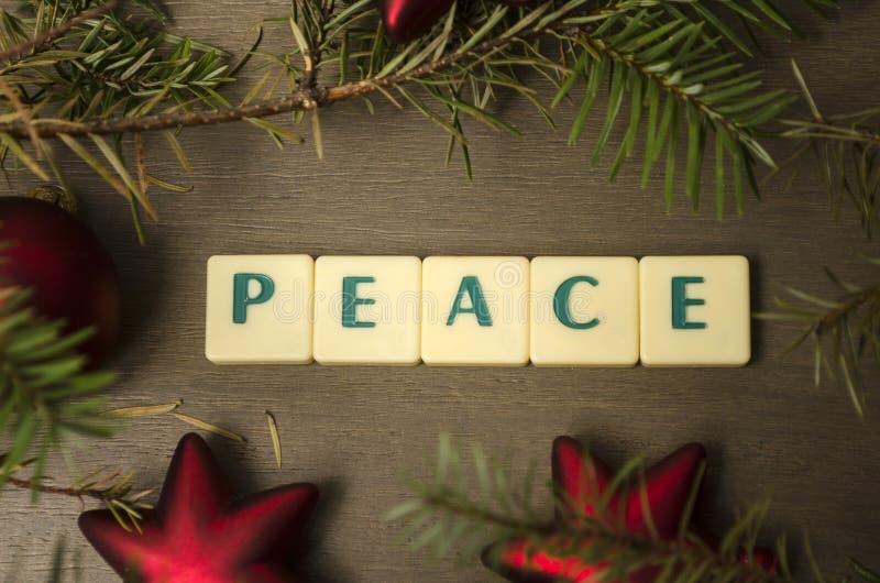 Σύνθεση διακοπών Χριστουγέννων αφηρημένο ανασκόπησης Χριστουγέννων σκοτεινό διακοσμήσεων σχεδίου λευκό αστεριών προτύπων κόκκινο στοκ φωτογραφίες με δικαίωμα ελεύθερης χρήσης