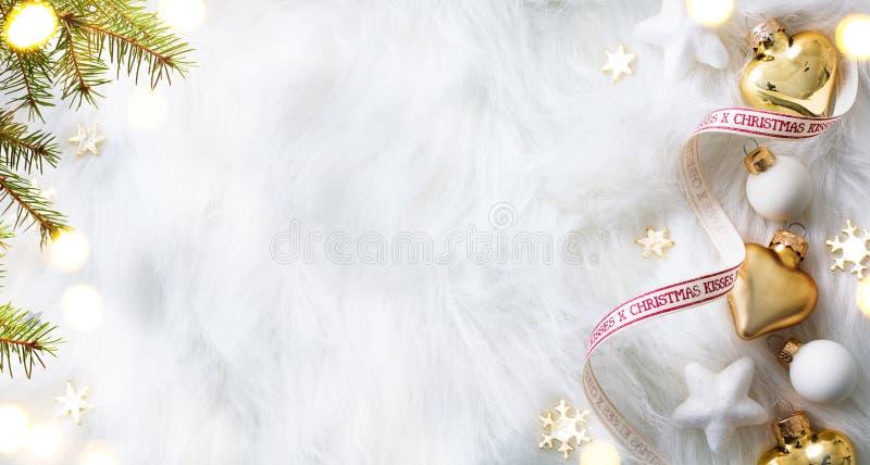 Σύνθεση διακοπών Χριστουγέννων στο άσπρο υπόβαθρο με τη SPA αντιγράφων στοκ εικόνες