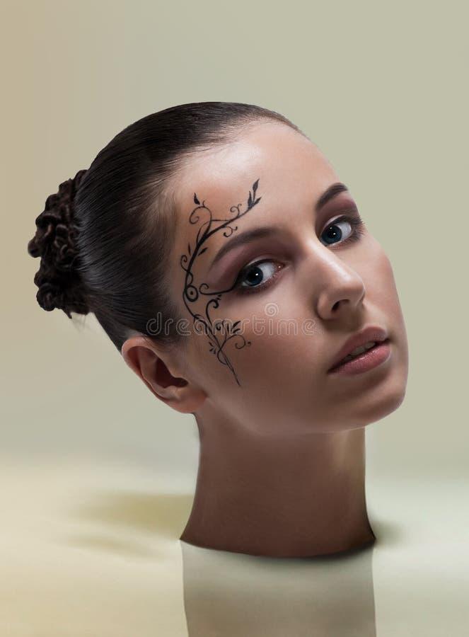 Σύνθεση μόδας με την τέχνη προσώπου. στοκ φωτογραφία με δικαίωμα ελεύθερης χρήσης