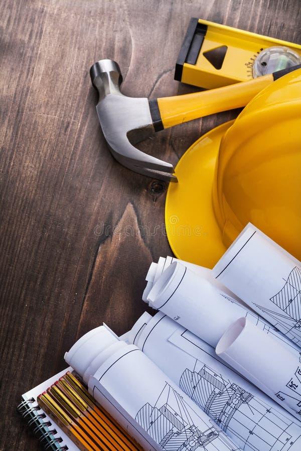 Σύνθεση των εργαλείων εργασίας κατασκευής επάνω στοκ εικόνες