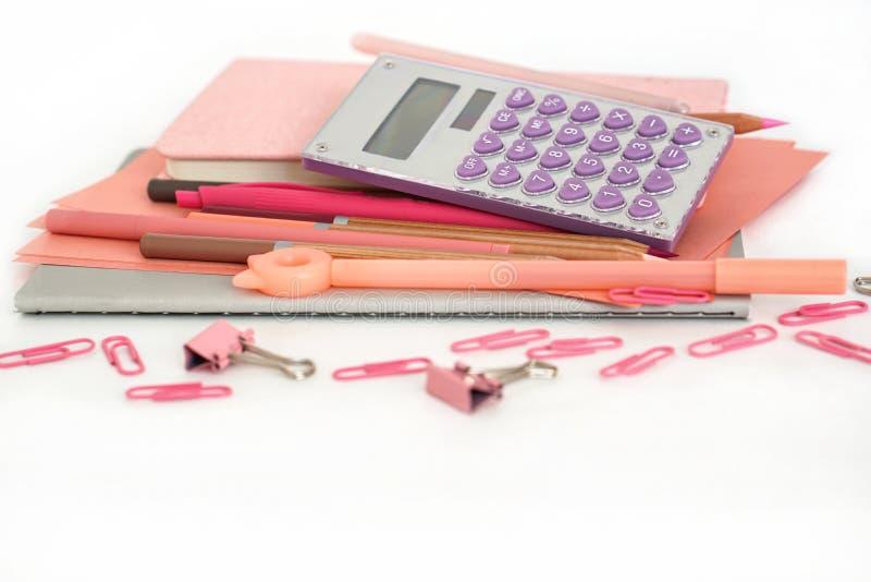 Σύνθεση χαρτικών o Υπολογιστής συνδετήρων γομών μανδρών μολυβιών σημειωματάριων φύλλων εγγράφου στοκ φωτογραφία με δικαίωμα ελεύθερης χρήσης