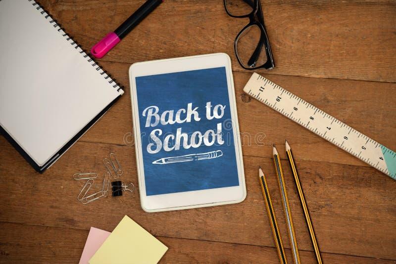 Σύνθετη εικόνα πίσω στο σχολικό κείμενο πέρα από το άσπρο υπόβαθρο στοκ φωτογραφία με δικαίωμα ελεύθερης χρήσης