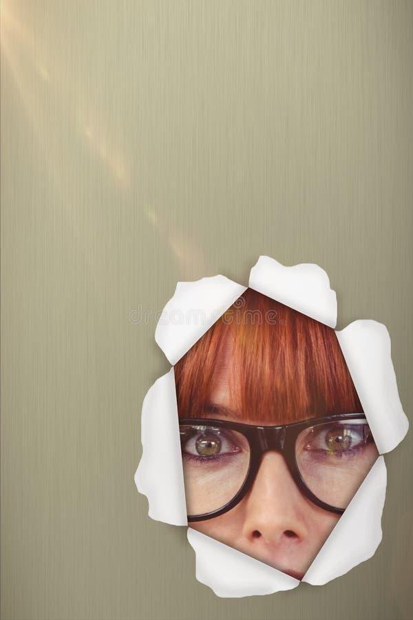 Σύνθετη εικόνα της έκπληκτης hipster γυναίκας που θέτει το πρόσωπο στη κάμερα τρισδιάστατη στοκ φωτογραφία με δικαίωμα ελεύθερης χρήσης