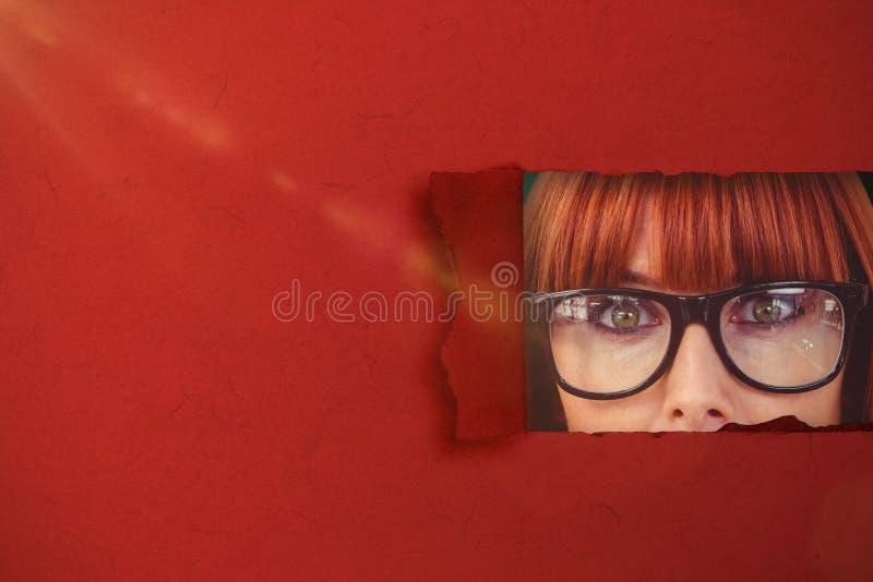 Σύνθετη εικόνα της έκπληκτης hipster γυναίκας που θέτει το πρόσωπο στη κάμερα τρισδιάστατη στοκ εικόνες με δικαίωμα ελεύθερης χρήσης