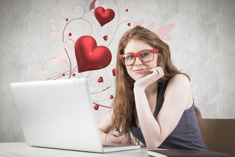 Σύνθετη εικόνα της αρκετά redhead εργασίας στο lap-top στοκ φωτογραφίες με δικαίωμα ελεύθερης χρήσης