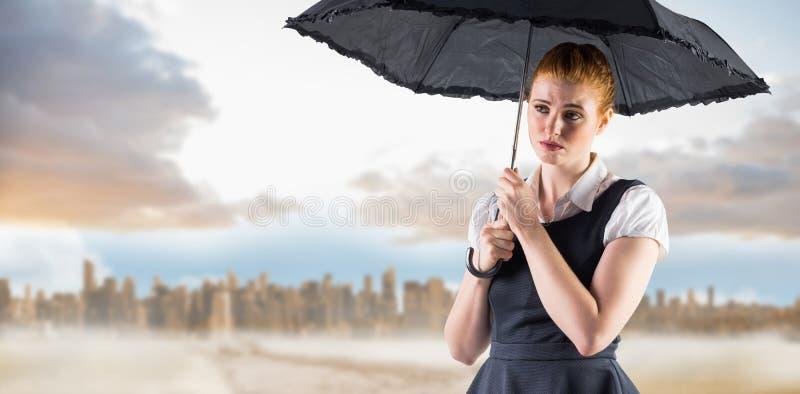Σύνθετη εικόνα της αρκετά redhead ομπρέλας εκμετάλλευσης επιχειρηματιών στοκ φωτογραφίες με δικαίωμα ελεύθερης χρήσης