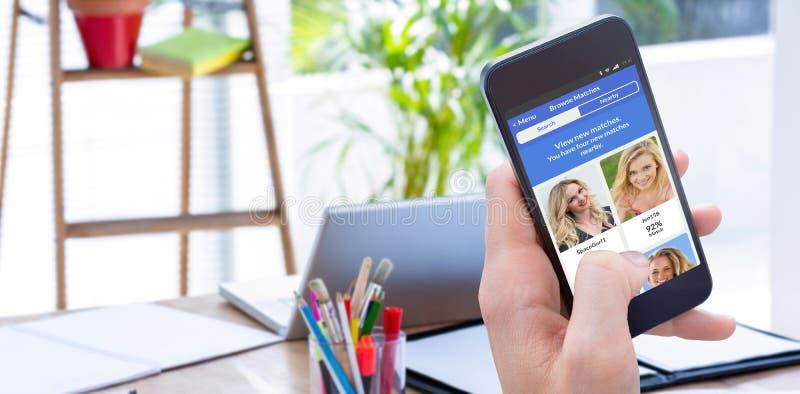 Σύνθετη εικόνα της γυναίκας που χρησιμοποιεί το κινητό τηλέφωνό της στοκ φωτογραφίες με δικαίωμα ελεύθερης χρήσης