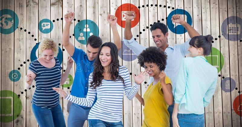 Σύνθετη εικόνα της δημιουργικής επιχειρησιακής ομάδας που έχει τη διασκέδαση στοκ φωτογραφία με δικαίωμα ελεύθερης χρήσης