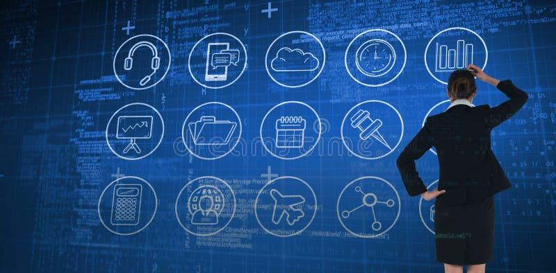 Σύνθετη εικόνα της νέας επιχειρηματία που στέκεται και που σκέφτεται στοκ φωτογραφία με δικαίωμα ελεύθερης χρήσης