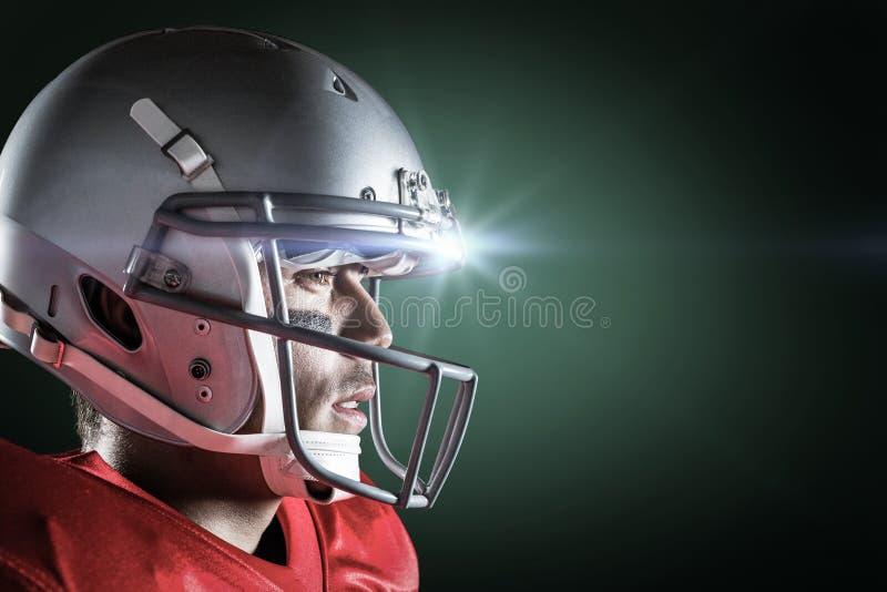 Σύνθετη εικόνα της πλάγιας όψης του αθλητικού τύπου που φορά το κράνος στοκ φωτογραφίες