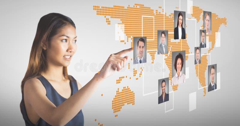 Σύνθετη εικόνα της υπόδειξης επιχειρηματιών χαμόγελου στοκ εικόνες με δικαίωμα ελεύθερης χρήσης