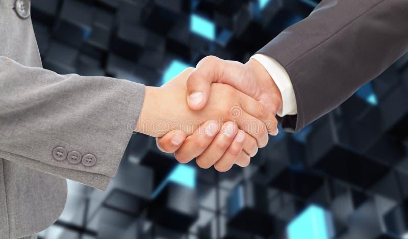 Σύνθετη εικόνα της χειραψίας μεταξύ δύο επιχειρηματιών στοκ εικόνες