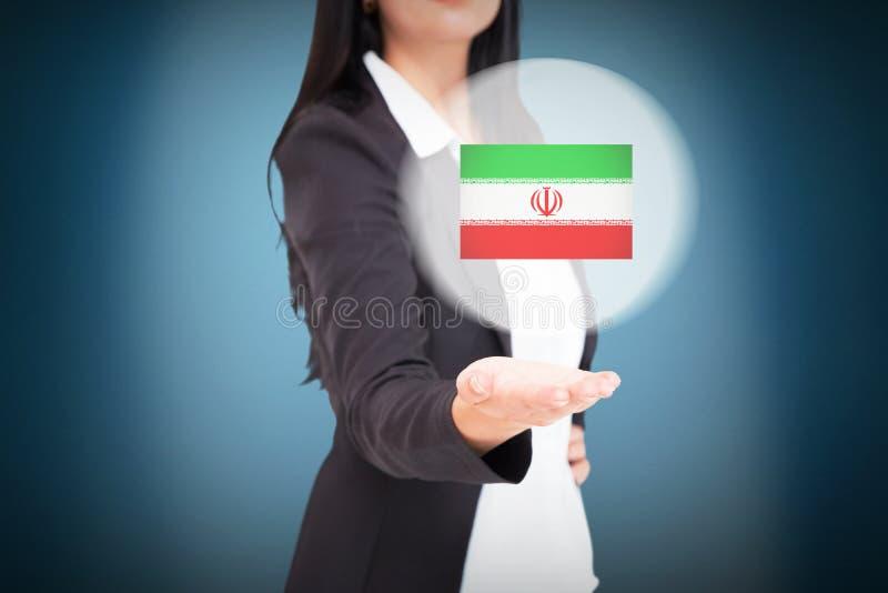 Σύνθετη εικόνα της όμορφης επιχειρηματία που παρουσιάζει με το χέρι στοκ φωτογραφίες με δικαίωμα ελεύθερης χρήσης