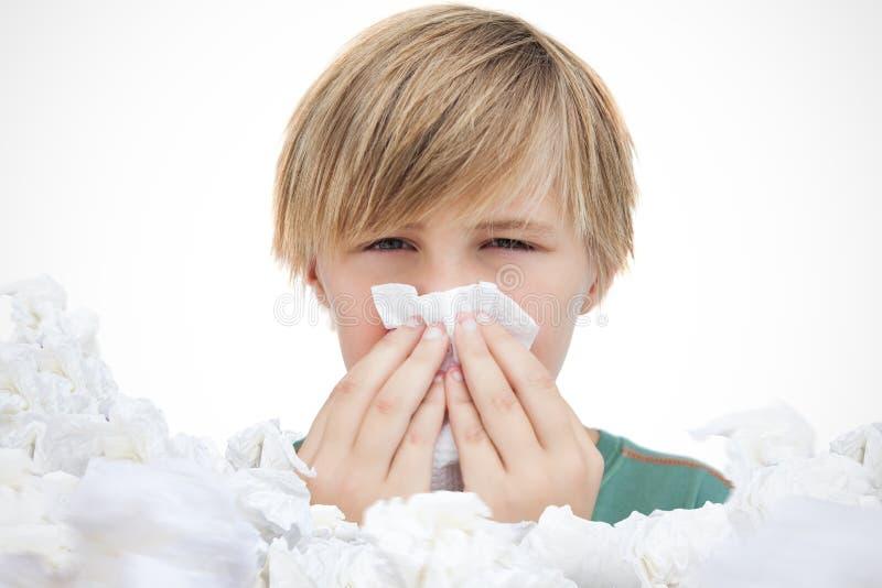Σύνθετη εικόνα του άρρωστου μικρού παιδιού με ένα χαρτομάνδηλο στοκ εικόνα με δικαίωμα ελεύθερης χρήσης