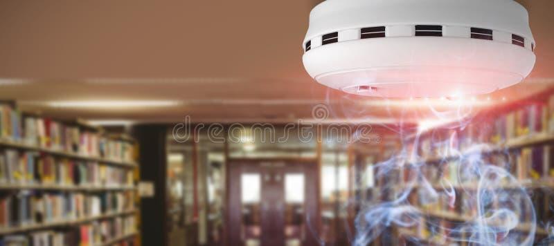 Σύνθετη εικόνα του ανιχνευτή καπνού και πυρκαγιάς στοκ εικόνες με δικαίωμα ελεύθερης χρήσης