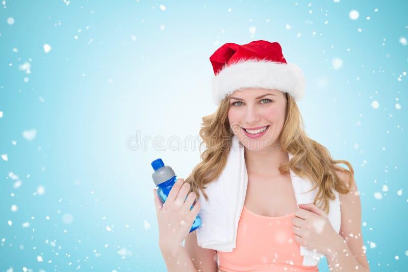 Σύνθετη εικόνα του εορταστικού κατάλληλου ξανθού μπουκαλιού νερό εκμετάλλευσης στοκ εικόνες