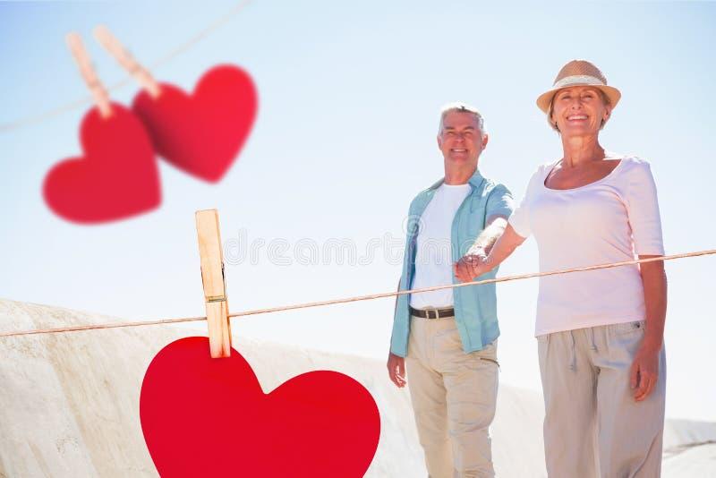 Σύνθετη εικόνα του ευτυχούς ανώτερου ζεύγους που περπατά στην αποβάθρα διανυσματική απεικόνιση