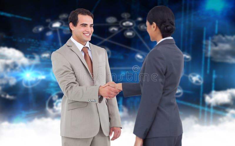 Σύνθετη εικόνα του ευτυχούς εταιρικού ατόμου που κάνει τη χειραψία στοκ εικόνα