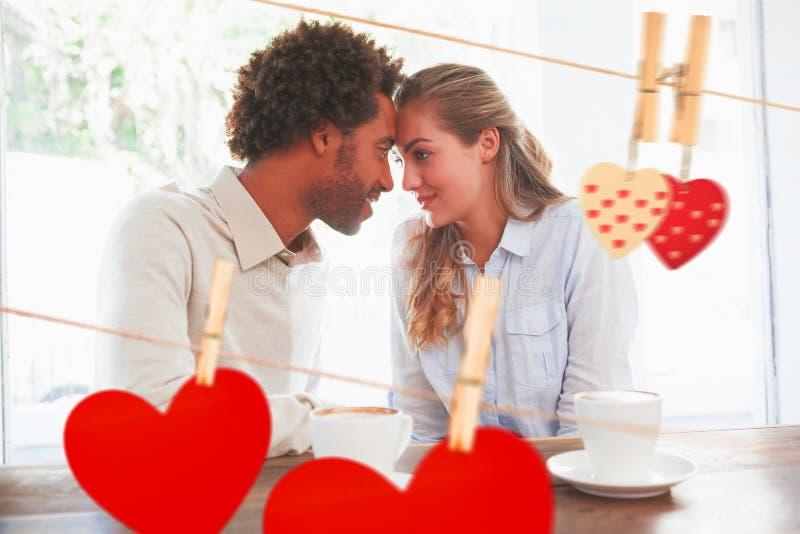 Σύνθετη εικόνα του ευτυχούς ζεύγους κατά μια ημερομηνία στοκ εικόνες