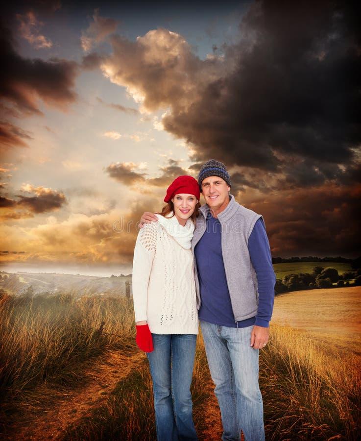 Σύνθετη εικόνα του ευτυχούς ζεύγους στο θερμό ιματισμό στοκ φωτογραφία με δικαίωμα ελεύθερης χρήσης
