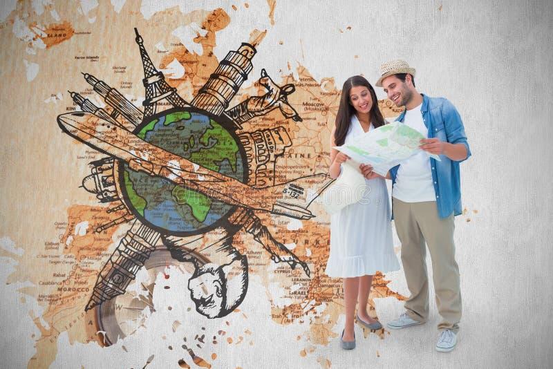 Σύνθετη εικόνα του ευτυχούς ζεύγους hipster που εξετάζει το χάρτη στοκ εικόνες με δικαίωμα ελεύθερης χρήσης