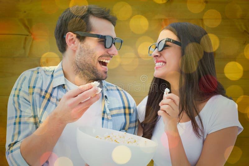 Σύνθετη εικόνα του ελκυστικού νέου ζεύγους που προσέχει έναν τρισδιάστατο κινηματογράφο στοκ εικόνα με δικαίωμα ελεύθερης χρήσης