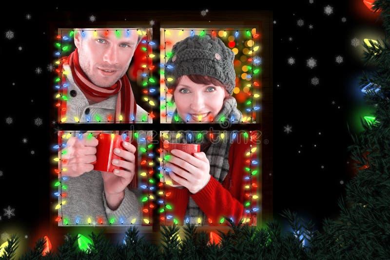 Σύνθετη εικόνα του ζεύγους και οι δύο που έχουν τα θερμά ποτά στοκ φωτογραφία με δικαίωμα ελεύθερης χρήσης