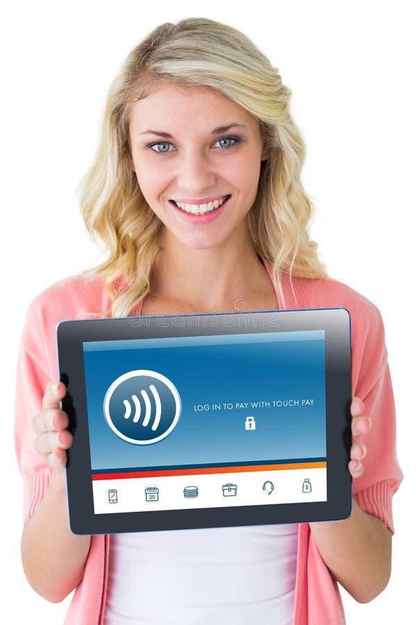 Σύνθετη εικόνα του νέου όμορφου σπουδαστή που παρουσιάζει PC ταμπλετών στοκ φωτογραφίες με δικαίωμα ελεύθερης χρήσης