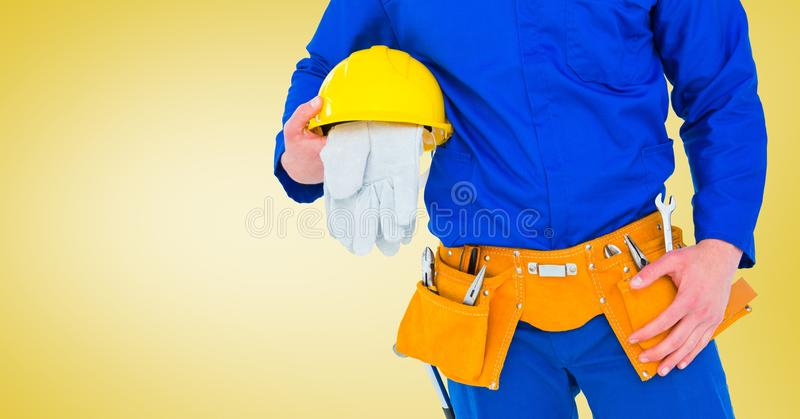Σύνθετη εικόνα του ξυλουργού με τα γάντια στο κίτρινο κλίμα ελεύθερη απεικόνιση δικαιώματος