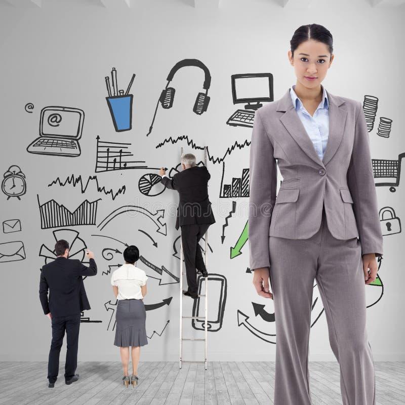 Σύνθετη εικόνα του πορτρέτου μιας τοποθέτησης επιχειρηματιών brunette στοκ φωτογραφίες με δικαίωμα ελεύθερης χρήσης