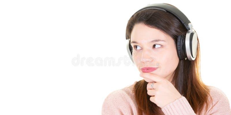 Σύνθετη εικόνα του πορτρέτου της γυναίκας με το ακουστικό για το πρότυπο εμβλημάτων Ιστού στοκ εικόνες