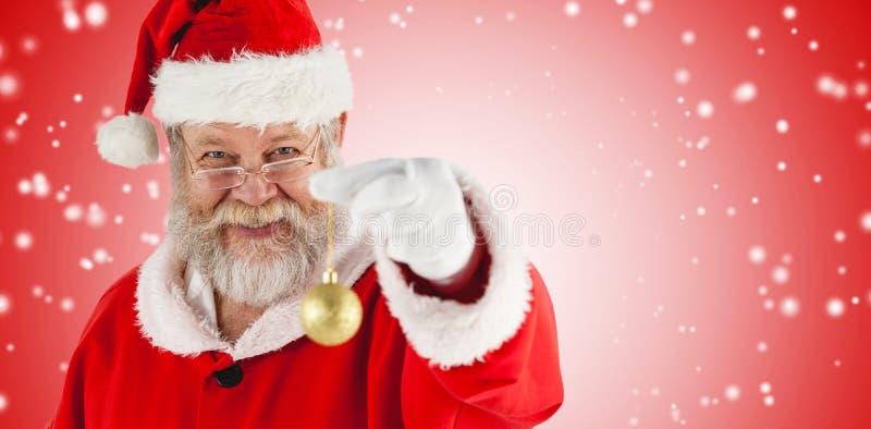 Σύνθετη εικόνα του πορτρέτου του εύθυμου μπιχλιμπιδιού Χριστουγέννων εκμετάλλευσης Άγιου Βασίλη στοκ φωτογραφία με δικαίωμα ελεύθερης χρήσης
