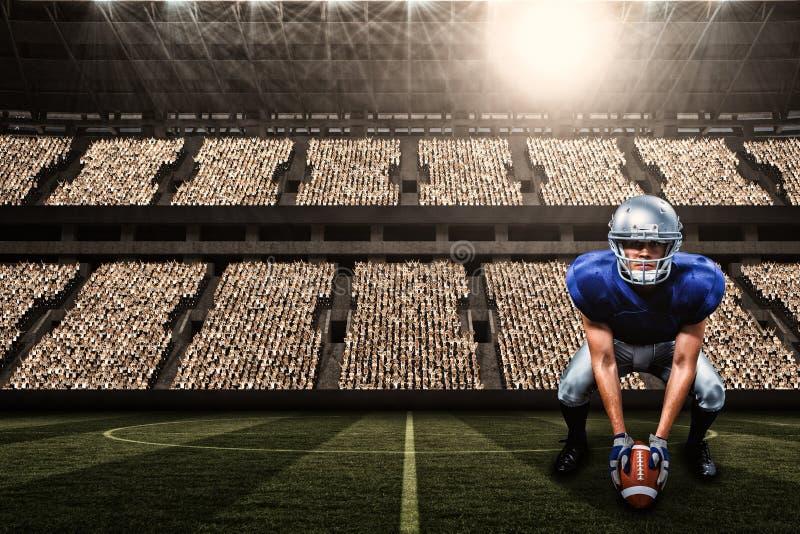 Σύνθετη εικόνα του πορτρέτου του φορέα αμερικανικού ποδοσφαίρου που τοποθετεί τη σφαίρα με τρισδιάστατο στοκ φωτογραφίες