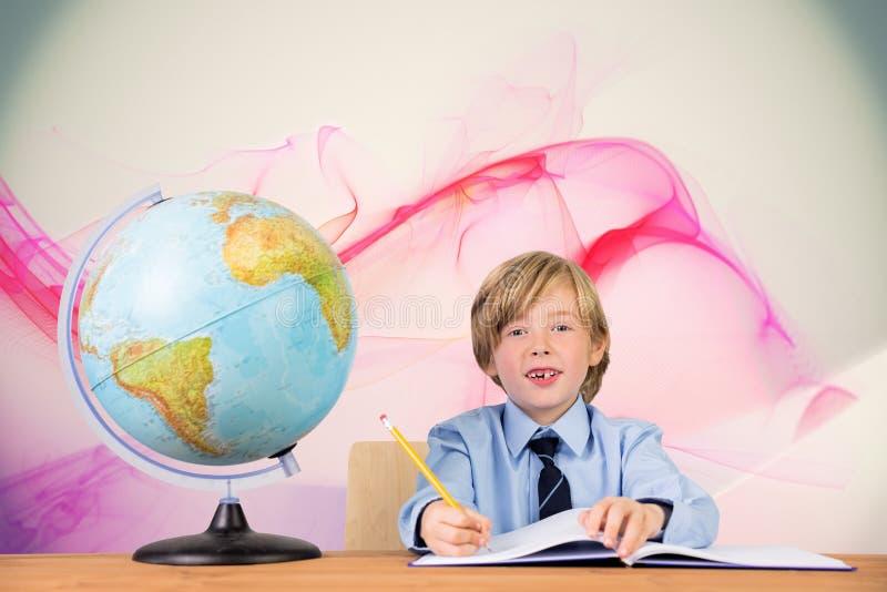 Σύνθετη εικόνα του χαριτωμένου γραψίματος μαθητών στοκ φωτογραφία με δικαίωμα ελεύθερης χρήσης