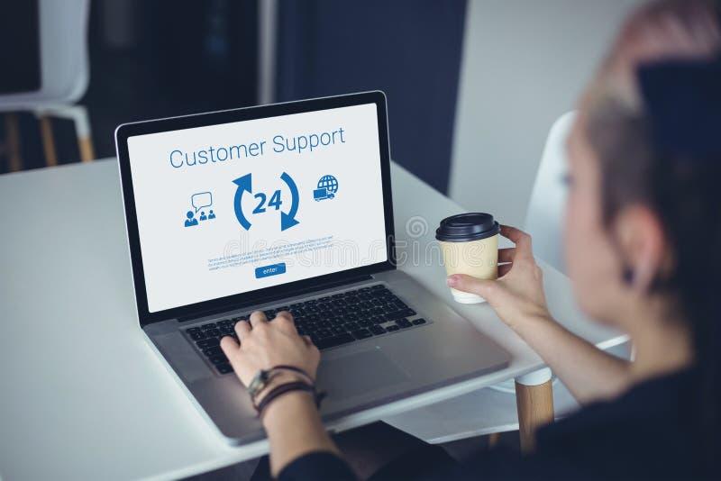 Σύνθετη εικόνα των εικονιδίων και του κειμένου υποστήριξης πελατών στοκ εικόνες
