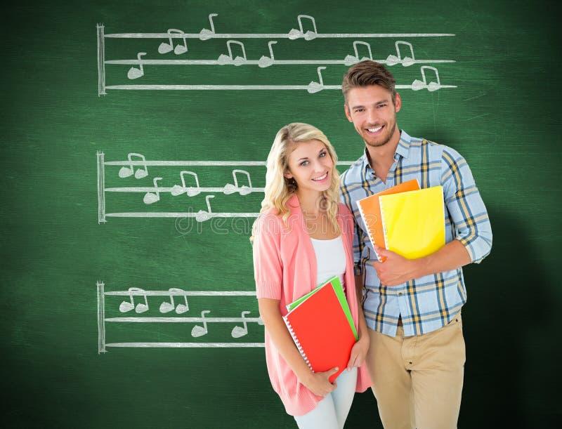 Σύνθετη εικόνα των ευτυχών σπουδαστών που χαμογελούν στη κάμερα στοκ εικόνα με δικαίωμα ελεύθερης χρήσης