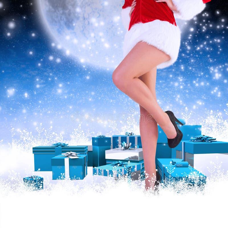 Σύνθετη εικόνα των ποδιών της εορταστικής γυναίκας στα υψηλά τακούνια στοκ φωτογραφία με δικαίωμα ελεύθερης χρήσης