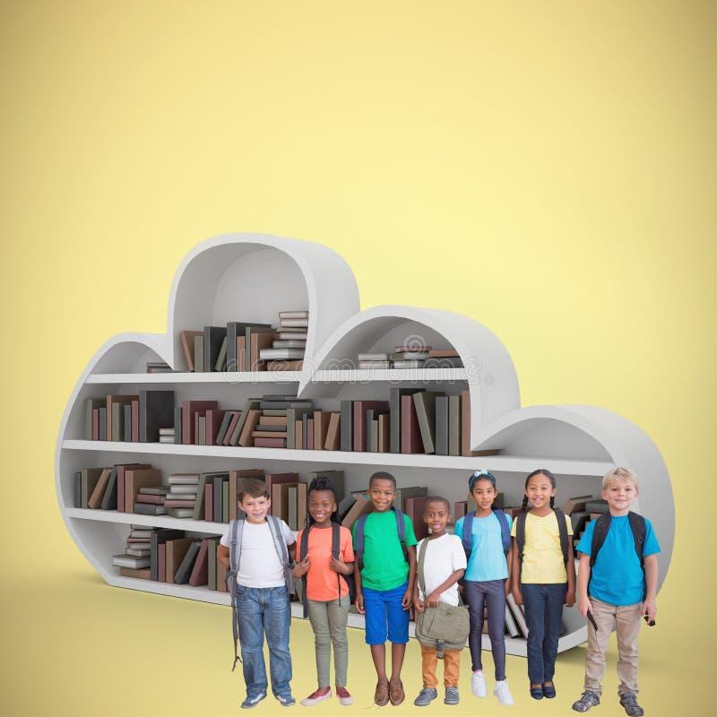 Σύνθετη εικόνα των χαριτωμένων μαθητών που χαμογελούν στη κάμερα στοκ εικόνες