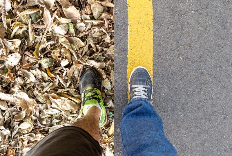 Σύνθετο δύο εικόνων της προσωπικής προοπτικής των ποδιών ένας στοκ φωτογραφία με δικαίωμα ελεύθερης χρήσης