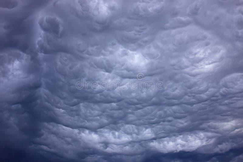 Σύννεφα βροντής στοκ φωτογραφία