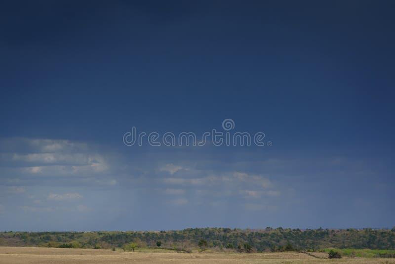 Σύννεφα βροχής στο αγροτικό Κάνσας στοκ εικόνα