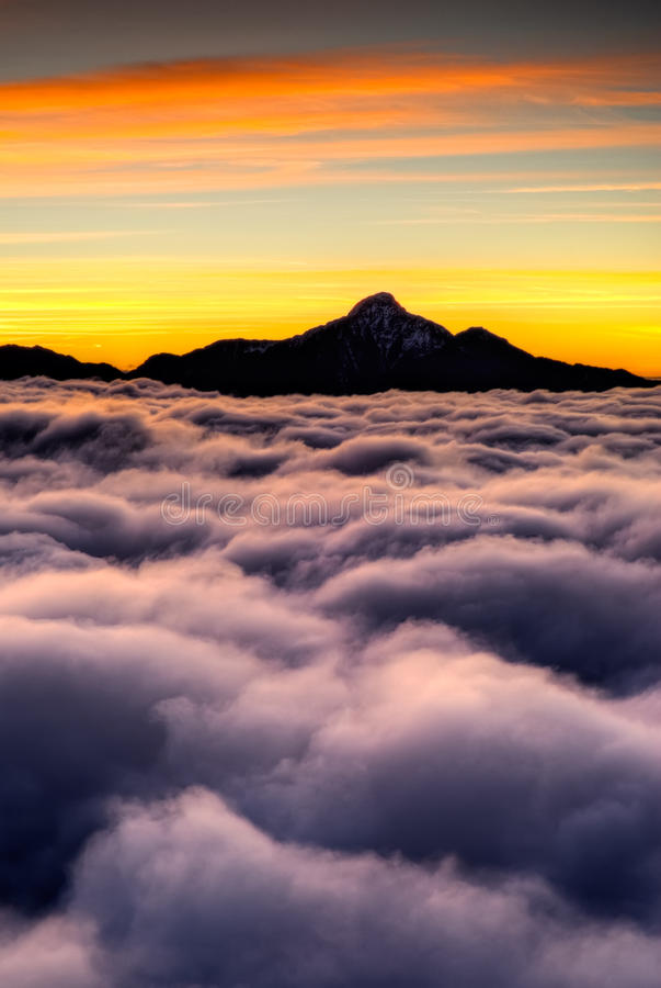 σύννεφα δραματικά στοκ εικόνα
